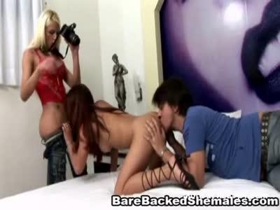 Hot Shemale Enjoy Threesome