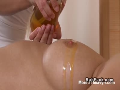 Oiling Busty Babe