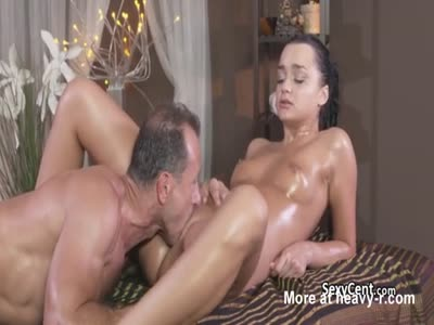 Tanned Gal Gets Her Pussy Eaten Out