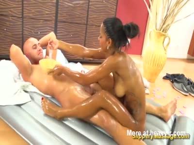 Chocolade Teen Gives Nuru Massage