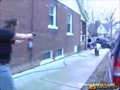 Police Shoots Gunman After Robbery