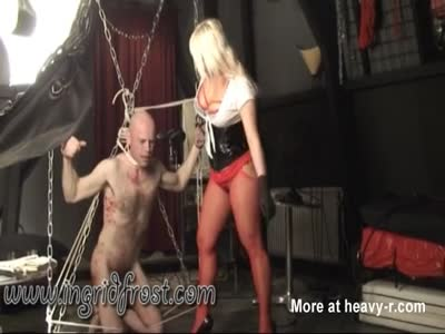 BALLBUSTING ! THE ART OF KICKING MALE BALLS !