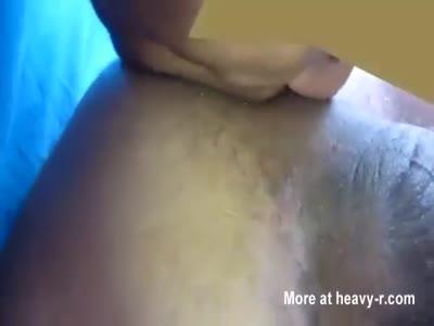 Machão sarado comendo bosta direto do cu