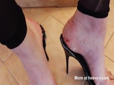 slave foot torture