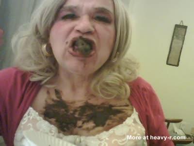 Crossdresser Smears Her Boobs With Scat